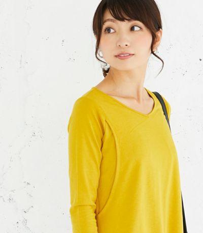 授乳写真:授乳口は抱っこ紐とも相性の良いサイドスリットタイプの授乳服