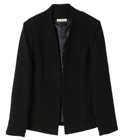 シンプルなラインが上品なジャケット。