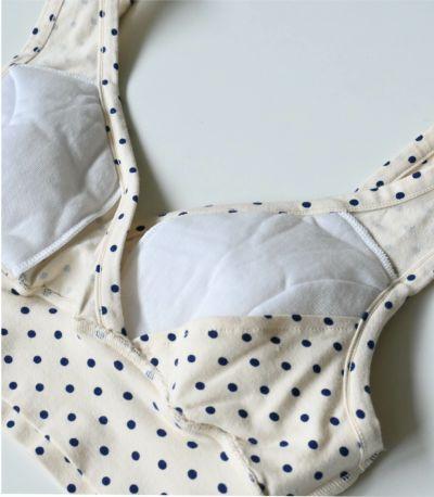 母乳パッドを挟み込むことができる、内側布が付いています。