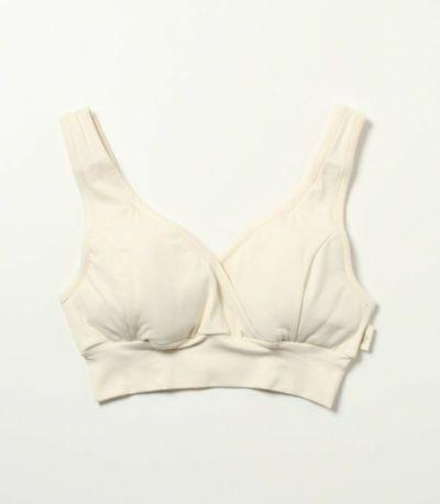 幅広の肩紐で胸をしっかりと支えます。 ずれにくく、安定感があります。