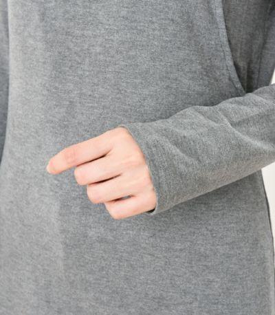 程よくフィットして 重ね着しやすい袖幅。