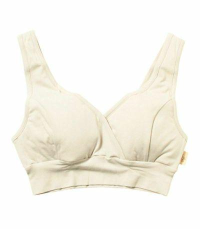 おっぱいに直接アクセスできるよう、タテにスリットの入った授乳用インナーです。乳首の露出だけで授乳できます。