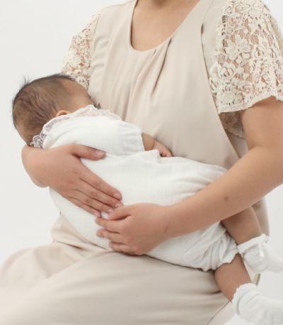 授乳写真:授乳口はサイドスリットタイプ。