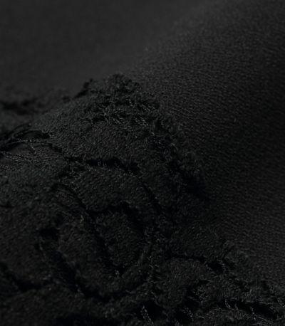 艶感をおさえた、上品なジョーゼット素材は、フォーマルシーンに最適。