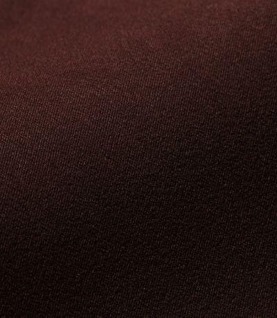 表面に細かなスエードのような起毛があり、やわらかな光沢感となめらかさが上品さのある素材。