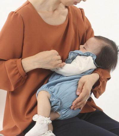 授乳写真:授乳口はレイヤータイプ。レイヤーの中にスリットインナーが一体になった三重構造。