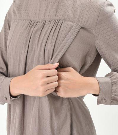 授乳口は抱っこ紐とも相性の良いサイドスリットタイプの授乳服 シルバー