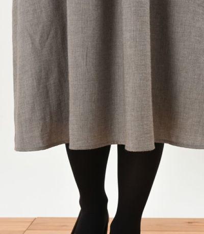膝がしっかりと隠れる丈が安心。