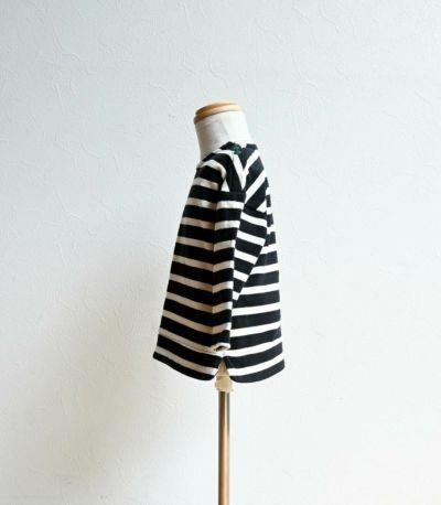 授乳服〈ベビー服/こども服〉 バスクシャツ・ミニ ブラック×ナチュラルボーダー 90-100cmサイズ着用