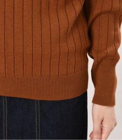 伸縮性のあるリブ編みが すっきりとしたシルエット。