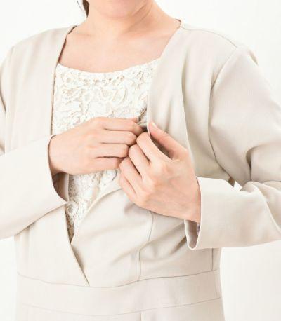 授乳口はスリングでの授乳にも使いやすいカシュクールタイプ。