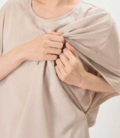 授乳口は大きく開いた袖口から授乳するサイドスリットタイプ