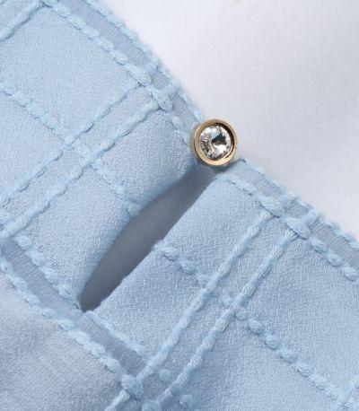 ゴールドの淵にダイヤモンドカット風のクリアなボタン