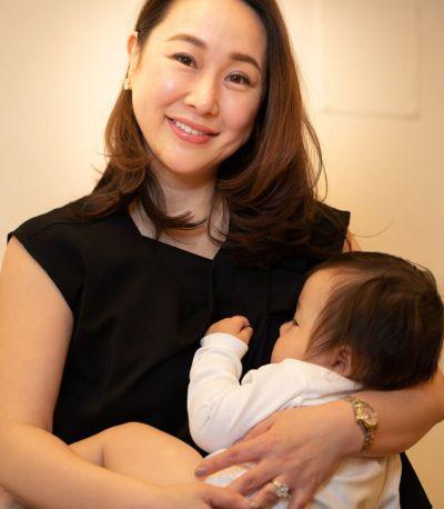 授乳写真:授乳口は授乳口は授乳服に見えないレイヤータイプ。Siam(シャム) グレー Mサイズ 160cm