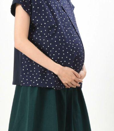 巻きスカートのように 足をくるむデザイン。