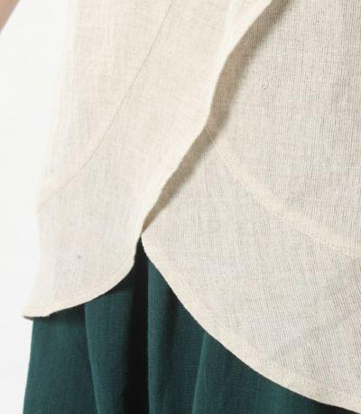 裾に向かって広がる切り替えが他にないデザイン
