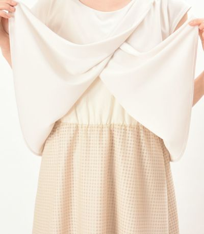 授乳口が目立たない オールインワンセットの 授乳服。