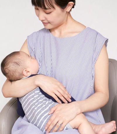授乳写真:授乳口は抱っこひもとも相性の良いサイドスリットタイプの授乳服