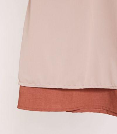 スカートには裏地が付いていてまとわりつきません。