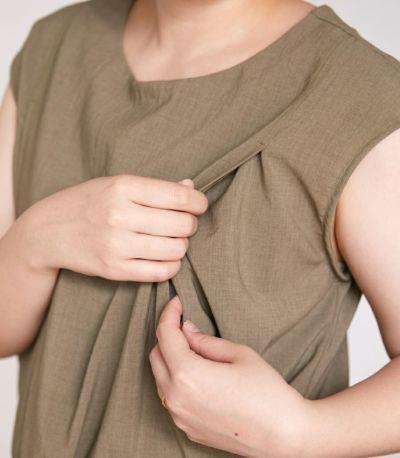 授乳口は授乳口は抱っこひもとも相性の良いサイドスリットタイプの授乳服。