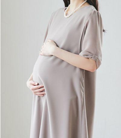 マタニティ(腹囲100cm)対応のマタニティウェア兼用授乳服。リボンスリーブワンピース グレージュ