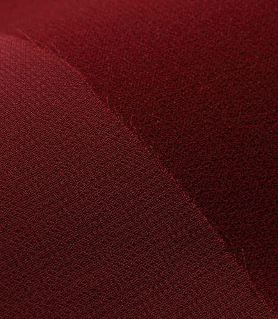 上品なジョーゼット素材は、フォーマルシーンに最適。 袖はシフォン生地で素肌がほんのり透け上品です。