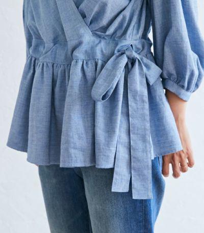 調整可能なウエストリボンとギャザーで、体型カバー。授乳服 ナチュラルカシュクールシャツ