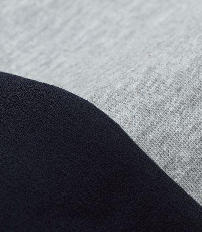 やわらかな綿100%のカットソー素材。お洗濯につよく、型崩れしにくい。