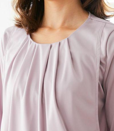 胸元に入ったタックで授乳口が目立ちません。