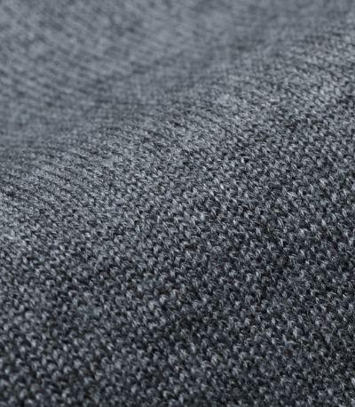コットン・アクリル混で柔らかくて扱いやすいニット。風合いのある糸がカラーごとに違った表情