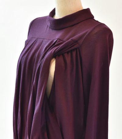 授乳口は抱っこ紐とも相性の良いサイドスリットタイプの授乳服。