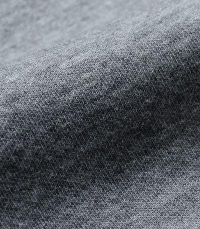 肉厚でしっかりとしたダブルフェイスのダンボールニット生地は裏地もポイント。綿93%なのでオールシーズン心地よく着ていただけます。