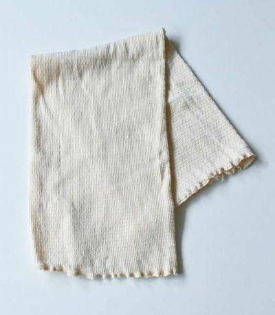 伸びをよくするために、オーガニックコットンの糸でカバーリングした天然ゴムを2%のみ使用した、しなやかでやわらかい風合が特徴です。