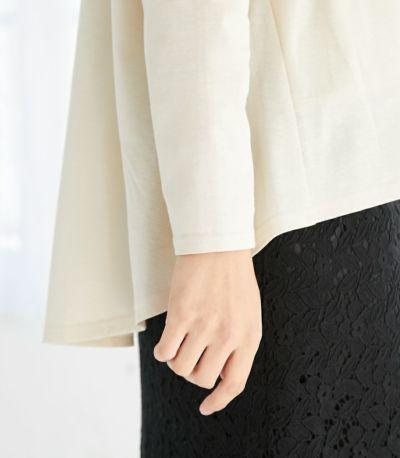 バックフレアー バックのやわらかなフレアー感が女性らしく、気になる体型もカバーしてくれます。