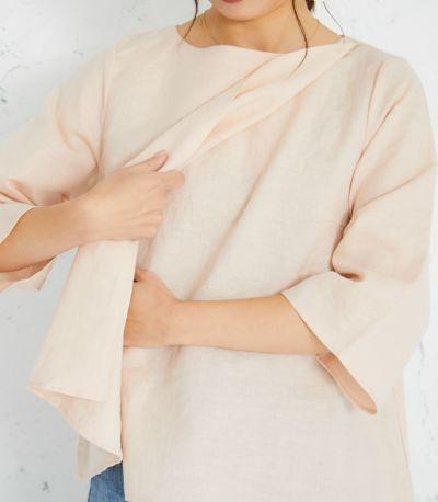 授乳口は着物のように前を合わせたデザインの締め付けのないレイヤータイプ。